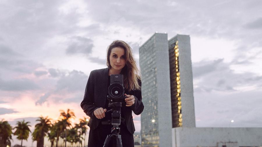 Petra Costa durante as filmagens do documentário Democracia em Vertigem - Diego Bresani/Divulgação