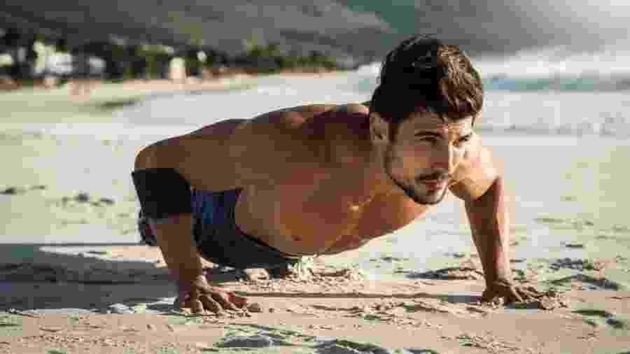 Exercícios com o peso do corpo permitem que você treine em qualquer lugar - iStock