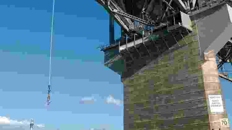Ponte de Auckland onde turistas fazem os pulos de bungy jump - Divulgação