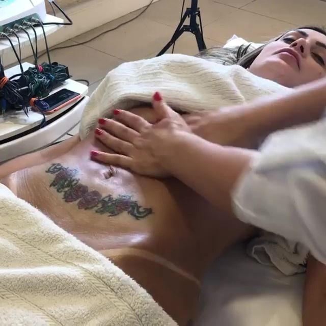 Andressa Urach exibiu massagem em vídeo