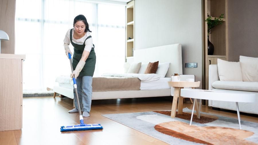 Detergente neutro e água não danificam os pisos - Getty Images