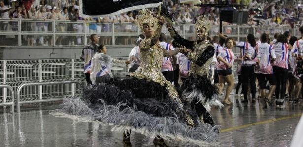 Campeã do Carnaval de 2015 -- quando fez um tributo à cantora Elis Regina -- a Vai-Vai tenta um novo título com um enredo que homenageia a cultura francesa