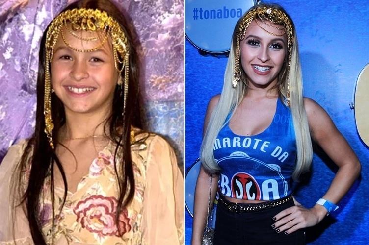 """8.fev.2016 - Carla Diaz foi fantasiada de Khadija, sua personagem em """"O Clone"""", no camarote da Sapucaí"""