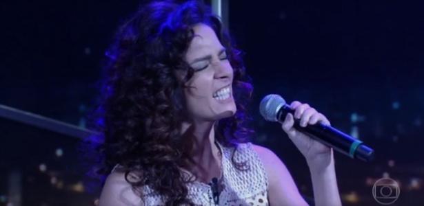 """Claudia Ohana canta """"Smells Like Teen Spirit"""" no """"Programa do Jô"""" - Reprodução/TV Globo"""