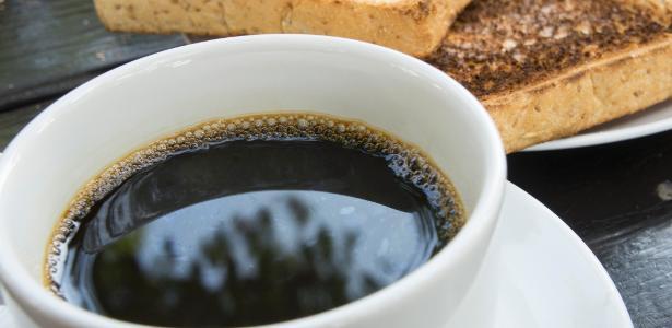 Café contra Alzheimer? Cafeína estimula enzima que protege contra demência