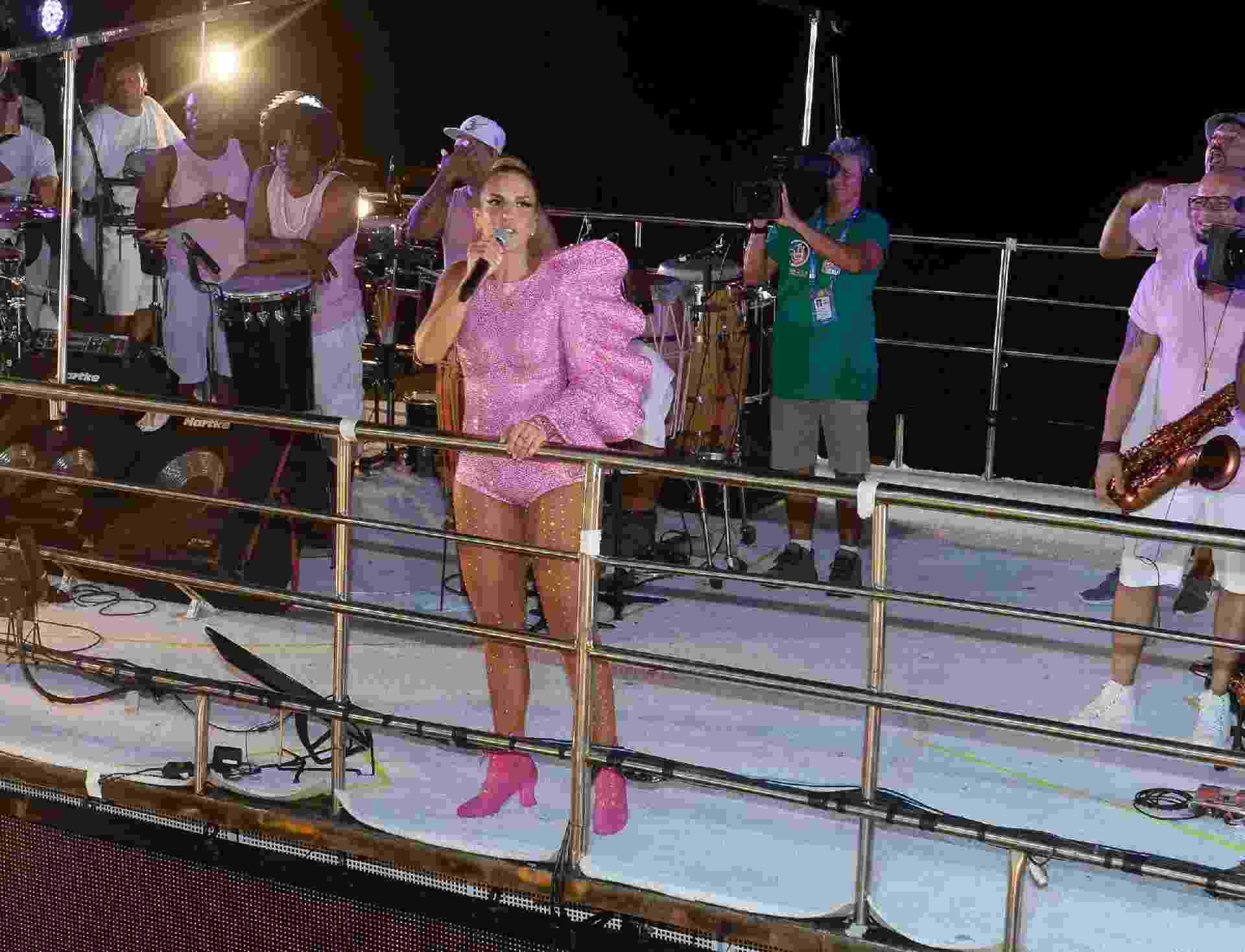 23.fev.2017 - Ivete Sangalo chega para comandar trio no Circuito Barra-Ondina, no Carnaval de Salvador - Francisco Cepeda/AgNews