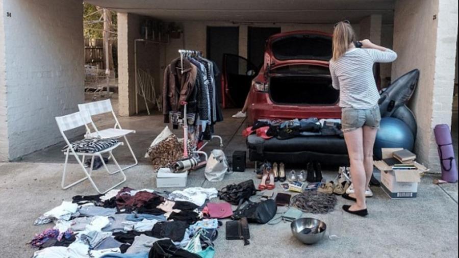 Mulher vendeu todos os pertences do ex-namorado e pretende viajar com o dinheiro arrecadado - Reprodução/Facebook 7 News