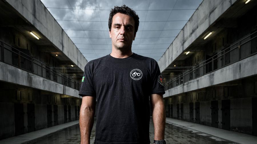 """Rodrigo Lombardi é o protagonista de """"Carcereiros"""", no papel do agente Adriano - Ramon Vasconcelos/Divulgação/TV Globo"""