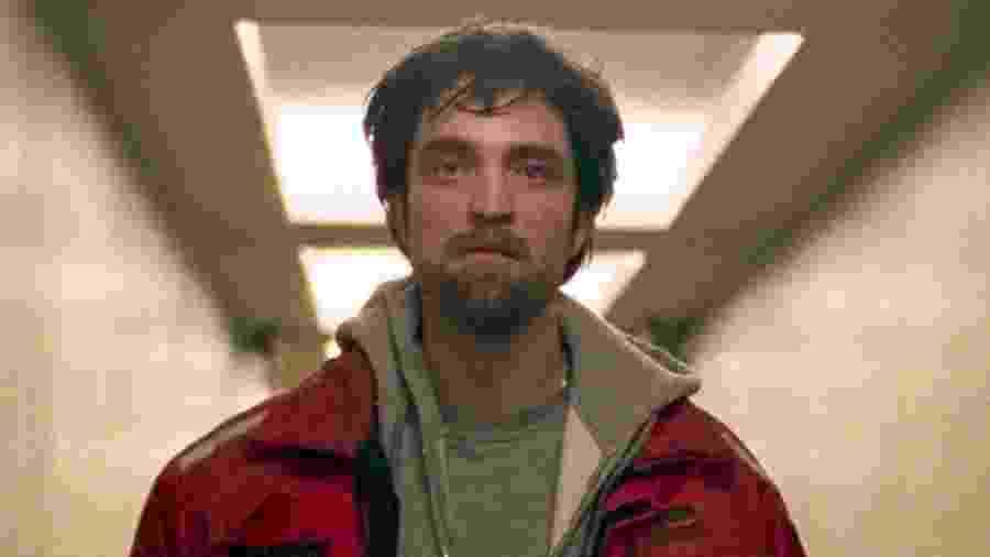Robert Pattinson em cena de Bom Comportamento - Reprodução