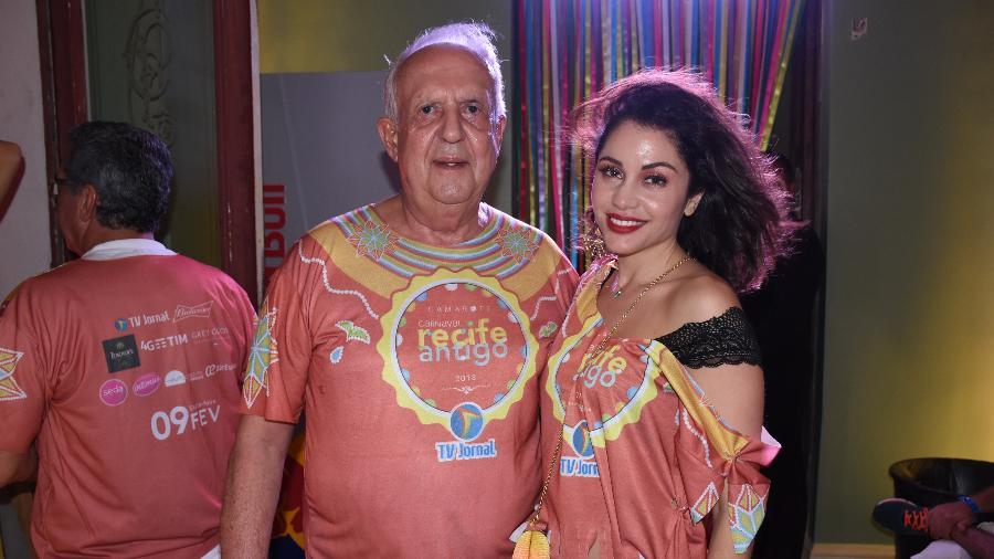Ex-BBB Maria Melilo e deputado Jarbas Vasconcelos curtiram Carnaval em Recife - AgNews