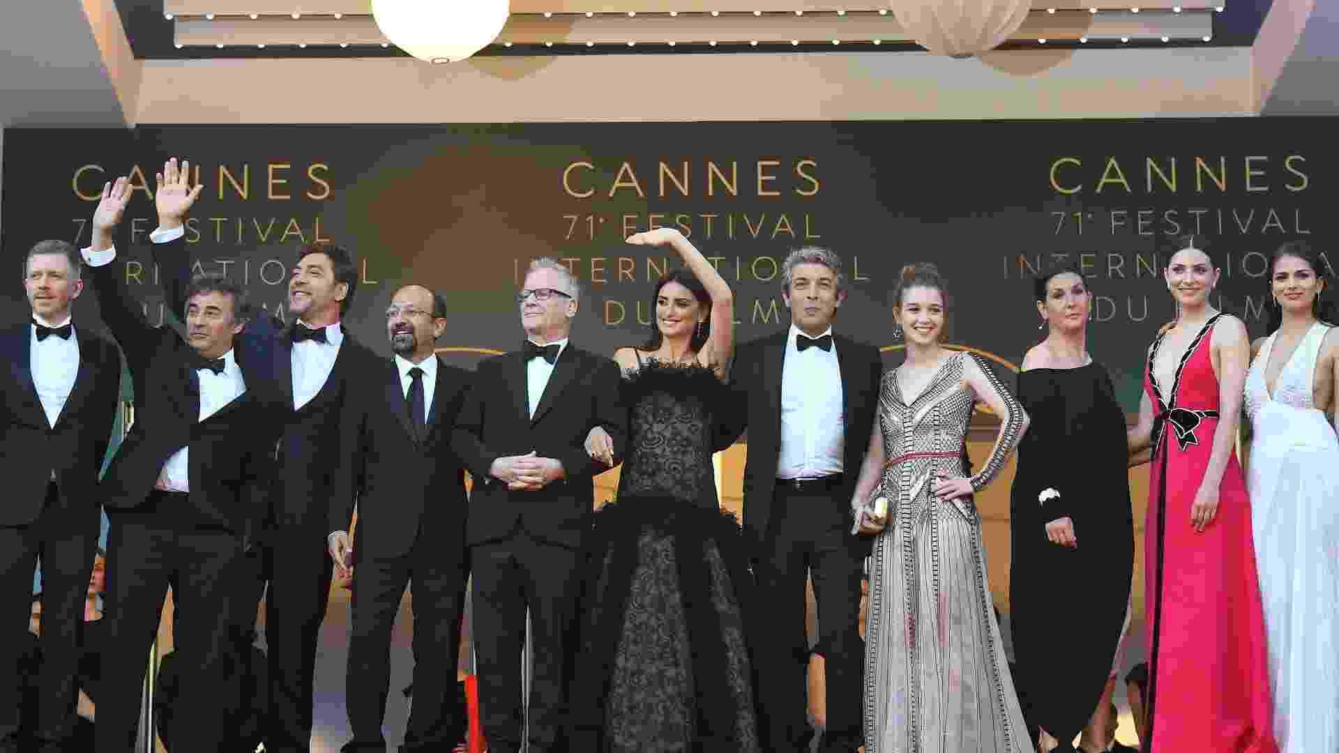 """Equipe do filme """"Todos lo Saben"""" chega para a exibição do filme, que abre a 71ª edição do Festival de Cannes - Loic Venance/AFP"""
