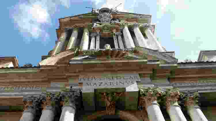 Fachada da Chiesa dei Santi Vincenzo e Anastasio a Trevi, na capital italiana - membio/Getty Images/iStockphoto