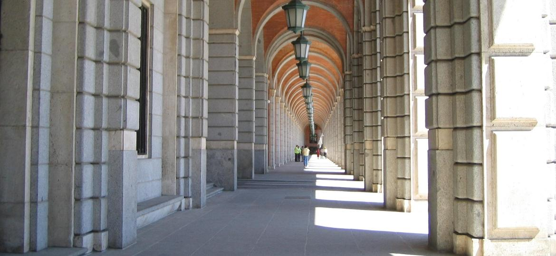 Arcos externos dos Novos Ministérios, complexo de prédios do governo em Madri onde foram filmadas várias cenas da parte 3 de La Casa de Papel - Pavlemadrid/WikiCommons