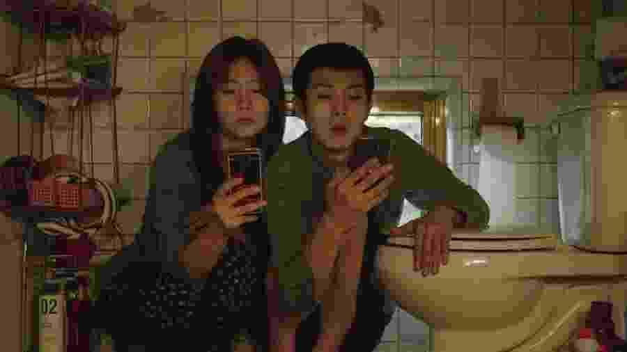 Woo-sik Choi e So-dam Park em cena de Parasita - Divulgação