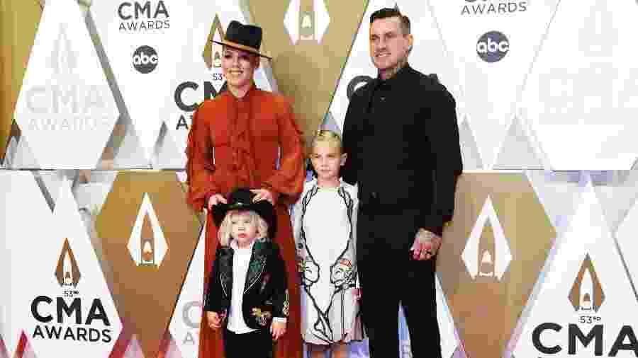 Pink com o marido Carey Hart e os filhos - Charles Pulliam/Reuters