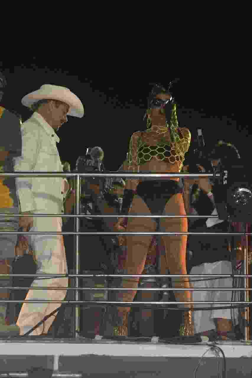 Ao lado de Diplo, Anitta comanda trio no circuito Barra-Ondina, em Salvador - Rodrigo Adão/AgNews