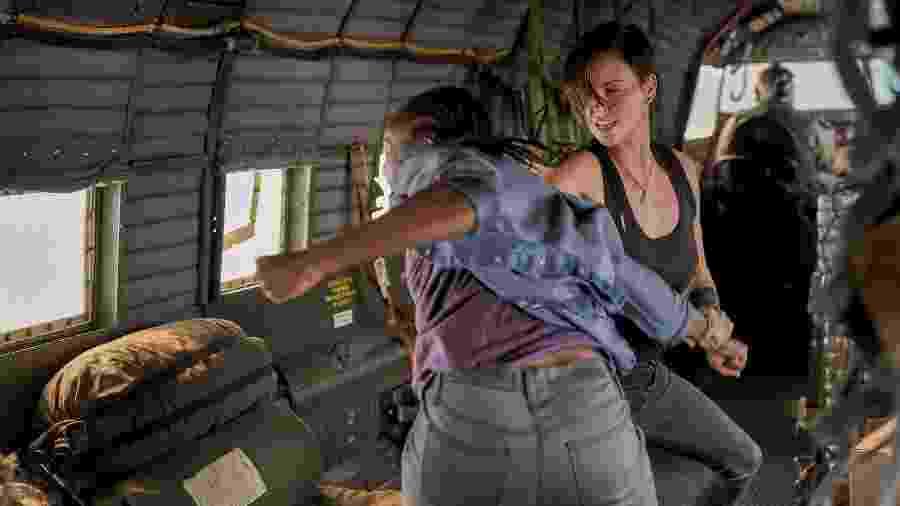 "Kiki Layne e Charlize Theron em ""The Old Guard"" - Divulgação/Netflix"