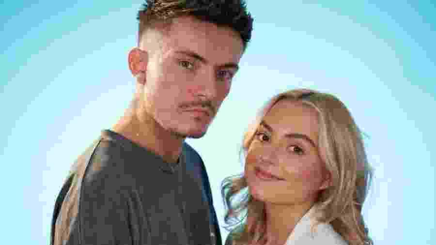 Elliot e Poppy participaram de programa em que casais saíram com outras pessoas - um na frente do outro - BBC