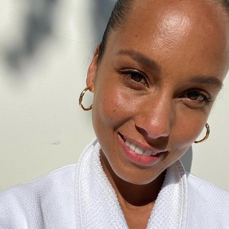 A cantora americana Alicia Keys é da turma da cara lavada - Reprodução/Instagram