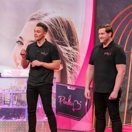 Os empreendedores alemães Eugen Raimkulow e Andre Ritterswürden, criadores da Pink Glove - Reprodução Instagram