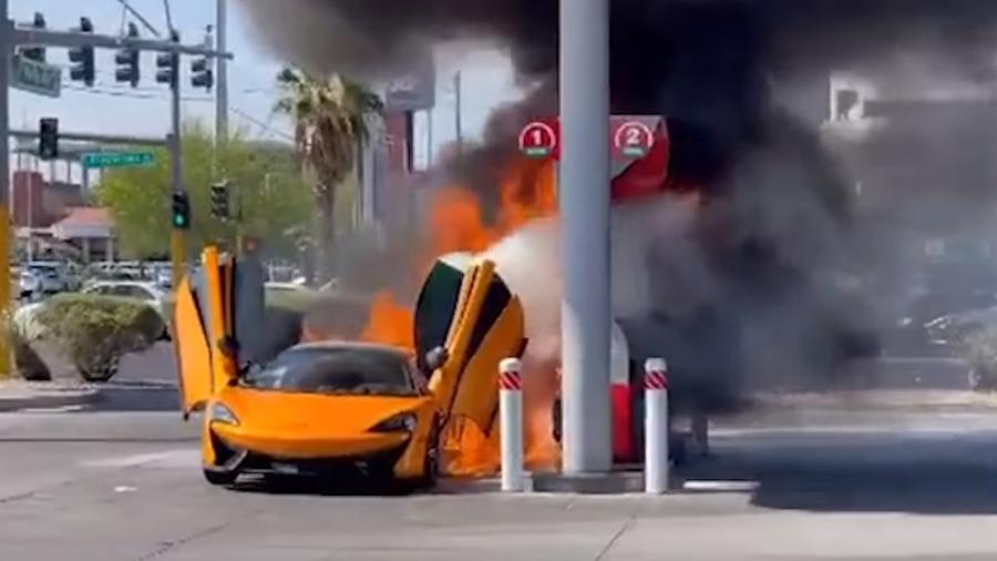 McLaren 570S pega fogo em posto em Las Vegas - Divulgação