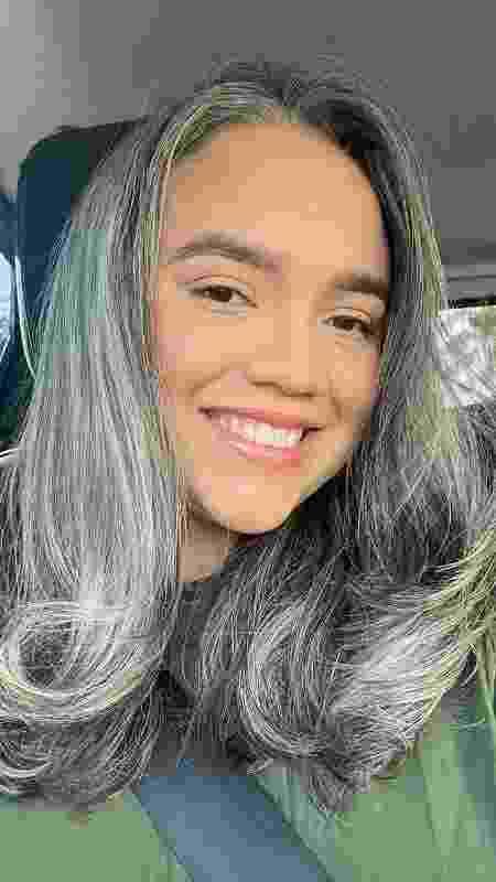"""Jéssica Aroucha tem 27 anos e é grisalha: """"Quando parei de tingir o cabelo, conheci a verdadeira Jéssica"""" - Arquivo pessoal - Arquivo pessoal"""