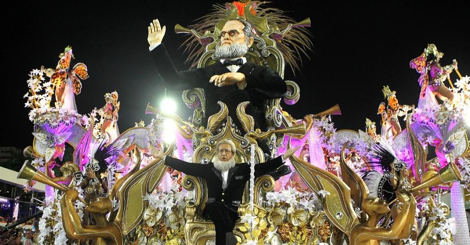 8.fev.2017 - Carro alegórico da Beija-Flor reproduz o próprio Marquês de Sapucaí, homenageado da escola
