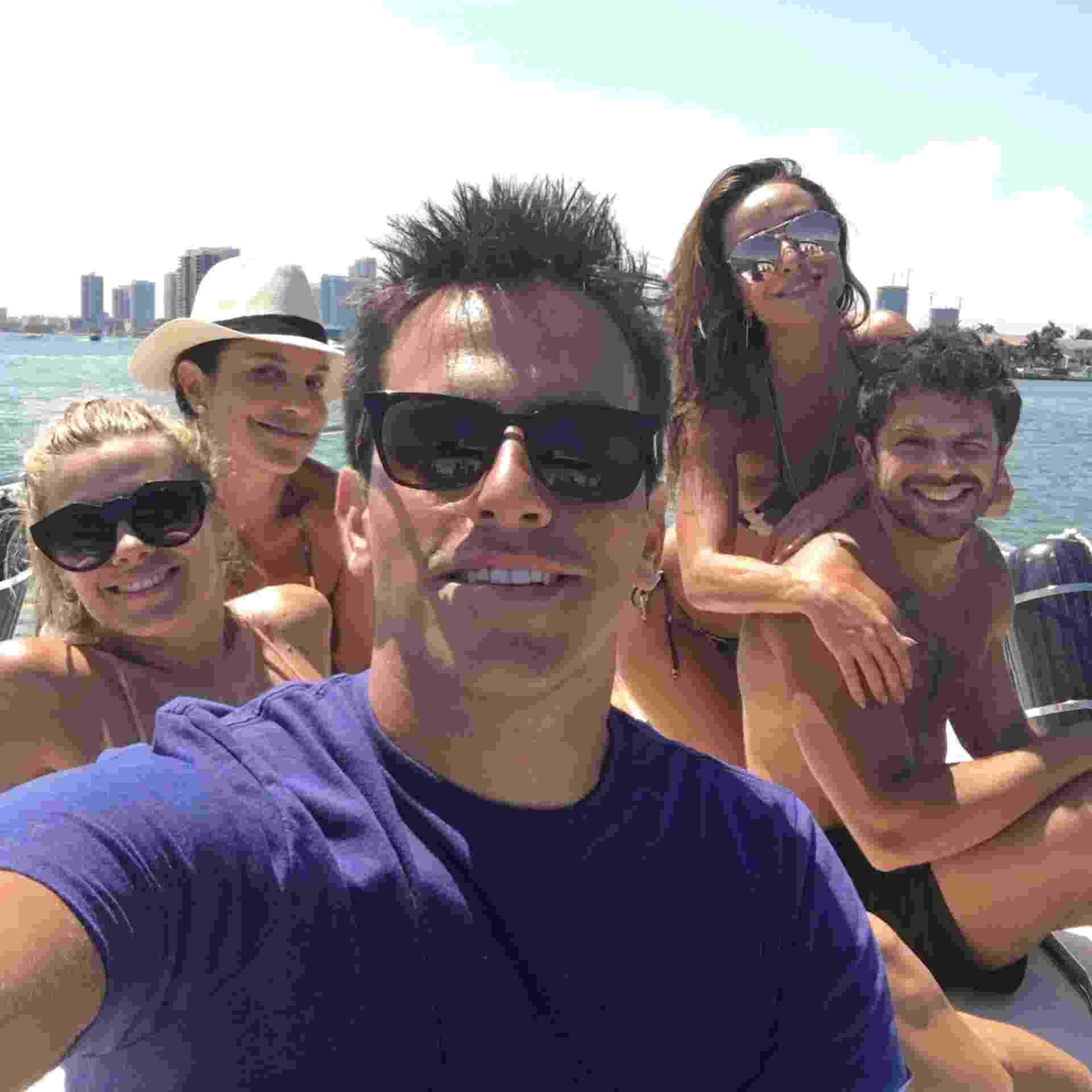 Rodrigo Branco leva seus amigos famosos para curtirem férias em Orlando (EUA), com todas as despesas pagas por empresas que querem ser divulgadas na internet. O empresário, que foi diretor de TV no Brasil, já reuniu no mesmo barco Carolina Dieckmann, Ivete Sangalo, Sabrina Sato e Duda Nagle - Rodrigo Branco/Arquivo pessoal