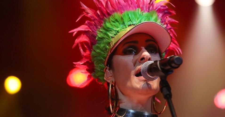 14.fev.2017 - Fernanda Abreu foi uma das convidadas do Show de Verão da Mangueira, realizado no Rio de Janeiro, no Vivo Rio