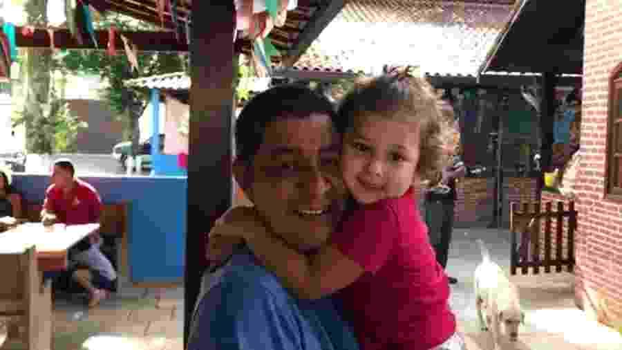 Zeca Pagodinho grava vídeo com a neta e tranquiliza fãs em primeira aparição após acidente com quadriciclo - Reprodução/Instagram/zecapagodinho