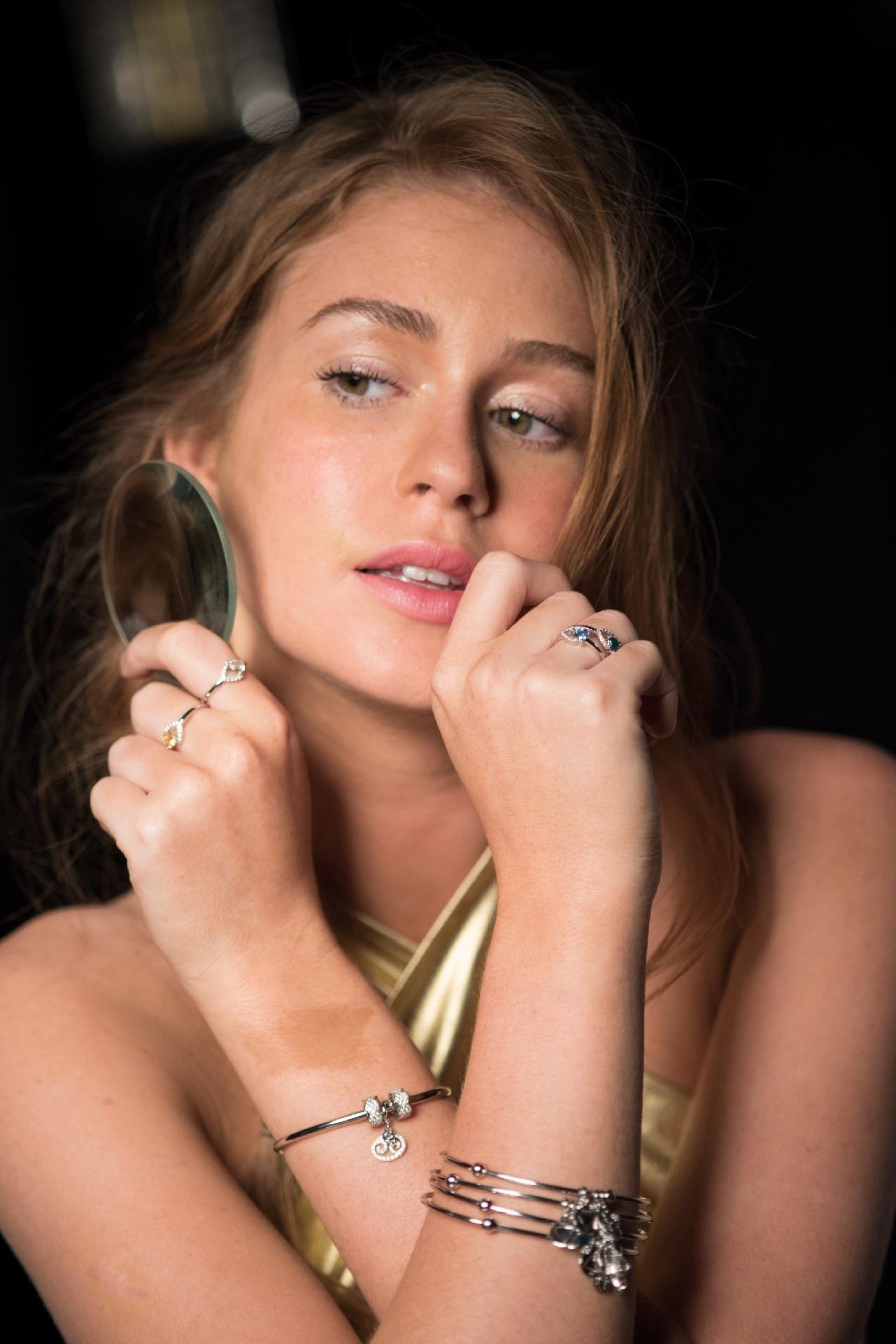 De biquíni, Marina Ruy Barbosa posa sexy e divertida em ensaio -  Entretenimento - BOL 9b27e73402