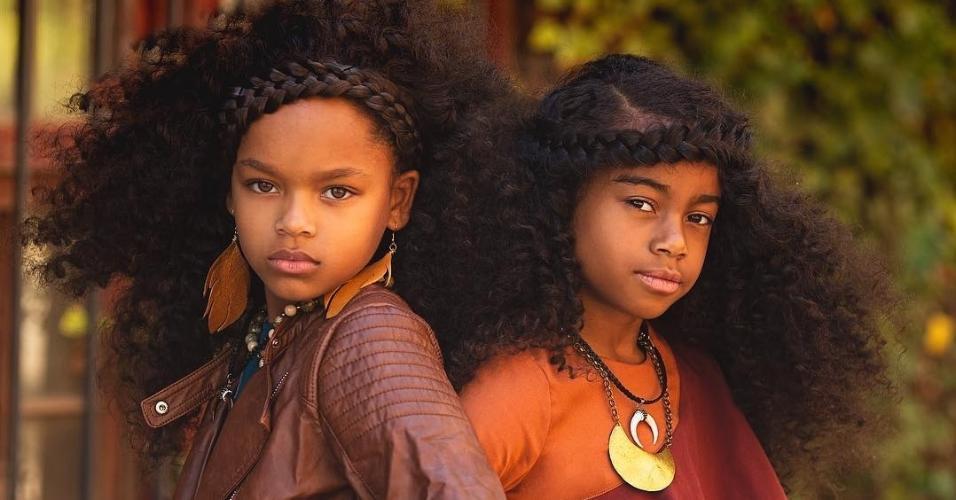 """""""Nós sentimos que é tão importante para crianças negras poderem ver imagens positivas que se pareçam com elas na mídia. Infelizmente, a falta de diversidade muitas vezes desempenha estereótipos de que elas não são """"suficientemente boas? e obriga as crianças a terem baixa autoestima"""", afirma o casal sobre o projeto """"AfroArt"""""""