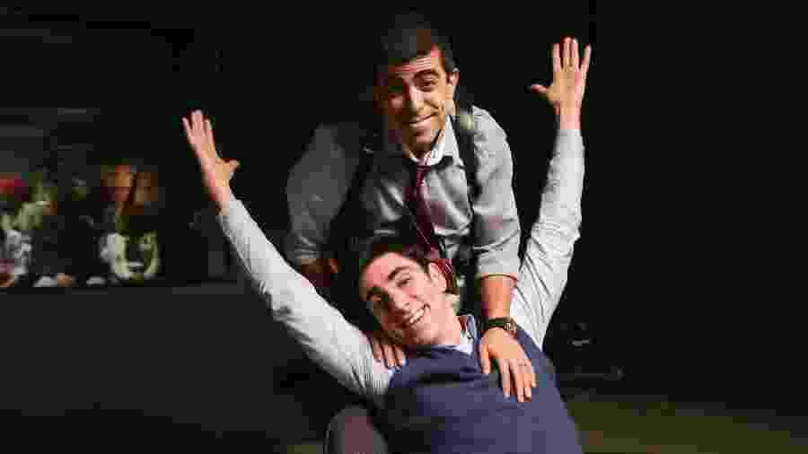 """Marcius Melhem e Marcelo Adnet são dois do trio de criadores, que também conta com o diretor Maurício Farias, do programa. Os dois fazem parte do elenco fixo da 5ª temporada de """"Tá no Ar"""", na Globo - Divulgação TV Globo/Tata Barreto"""