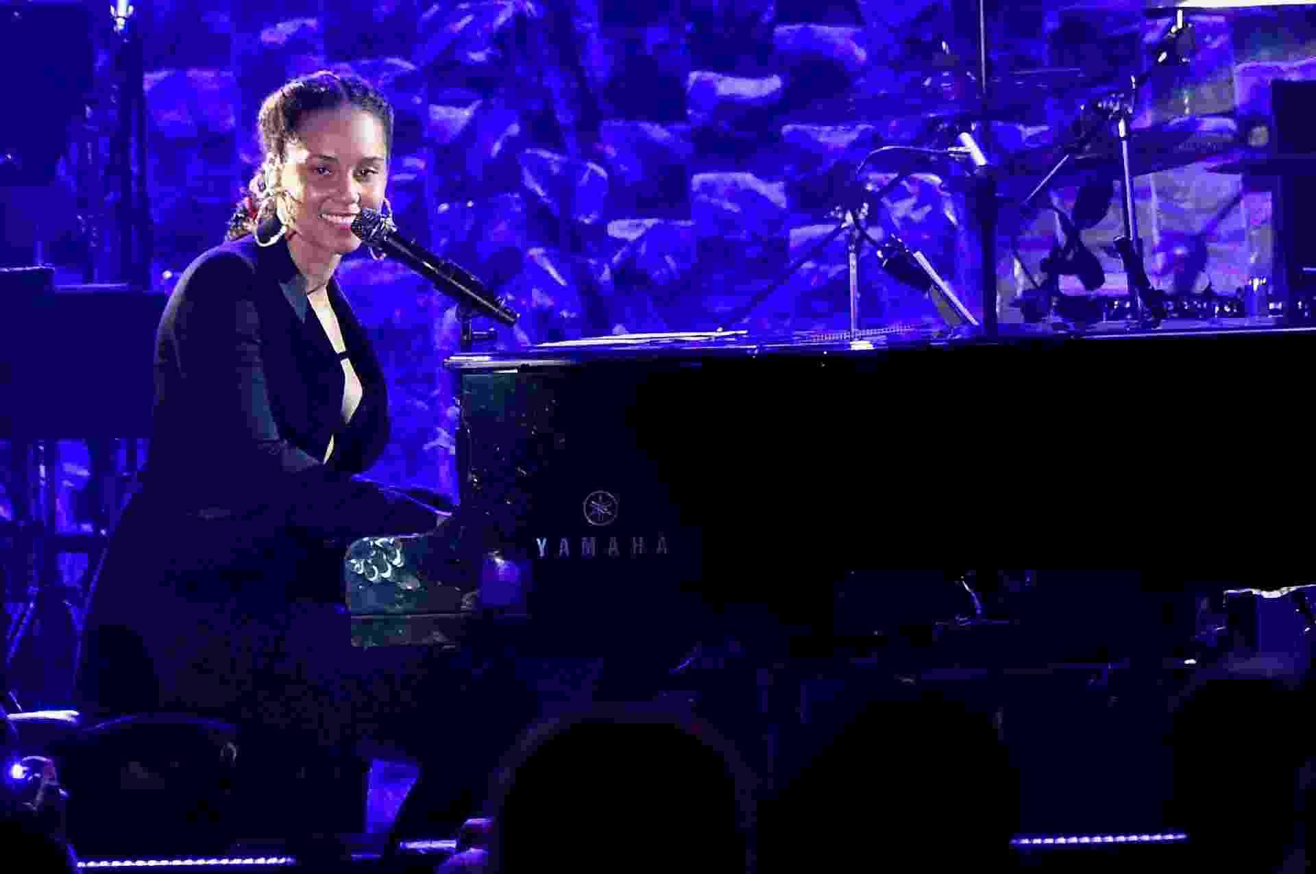 Alicia Keys se apresenta no evento de gala pré-Grammy 2018 em Nova York - Getty Images