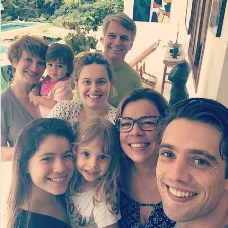Rafael Cardoso compartilha clique em família com a mulher, Mariana, e a sogra, Sonia Bridi - Reprodução / Instagram