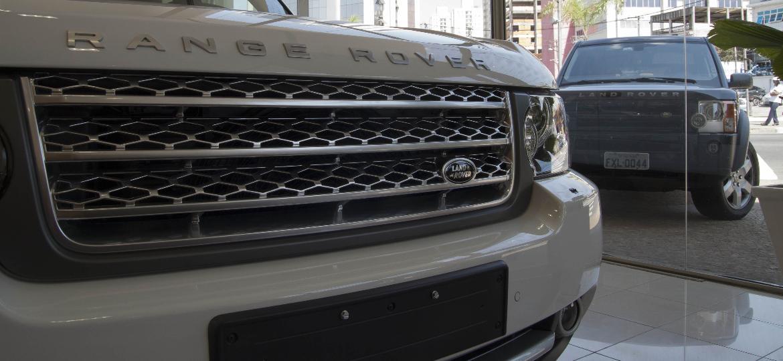 Consórcio ganhou popularidade entre clientes mais abonados, que compram picapes e SUVs - Ze Carlos Barretta/Folhapress