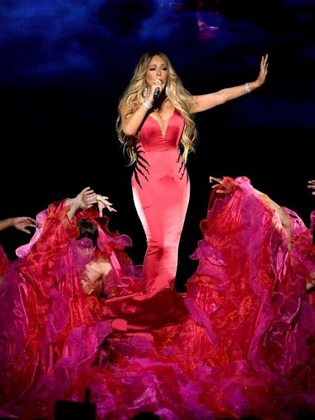 Mariah Carey se apresenta no American Music Awards, em Los Angeles - Kevin Winter/Getty Images For dcp