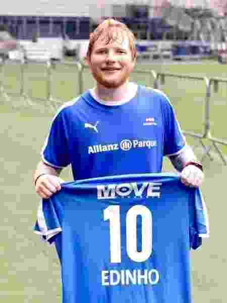 Ed Sheeran jogou futebol no estádio do Palmeiras com camisa personalizada - Reprodução/Facebook