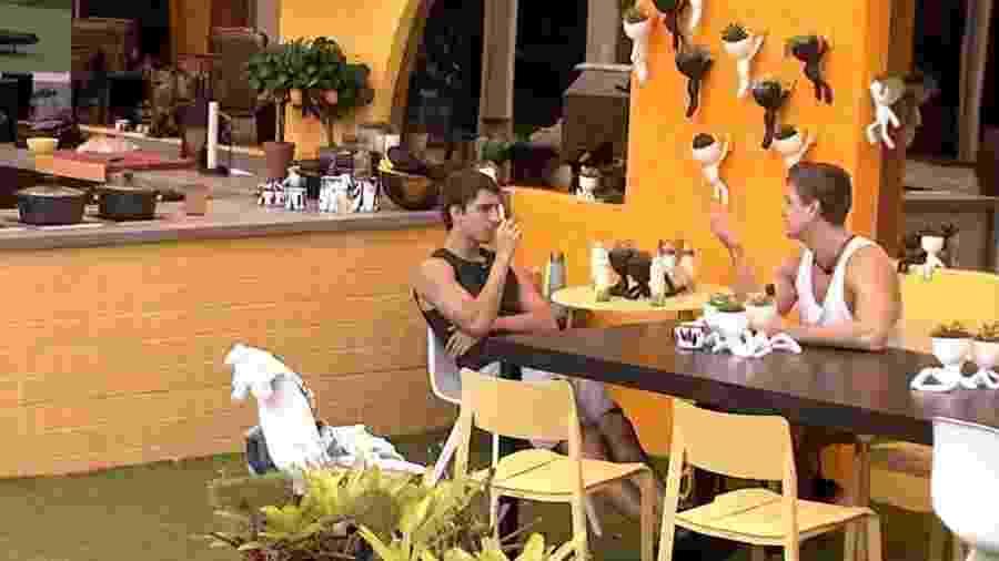 Lucas e Felipe conversam na xepa - Reprodução/GlobosatPlay