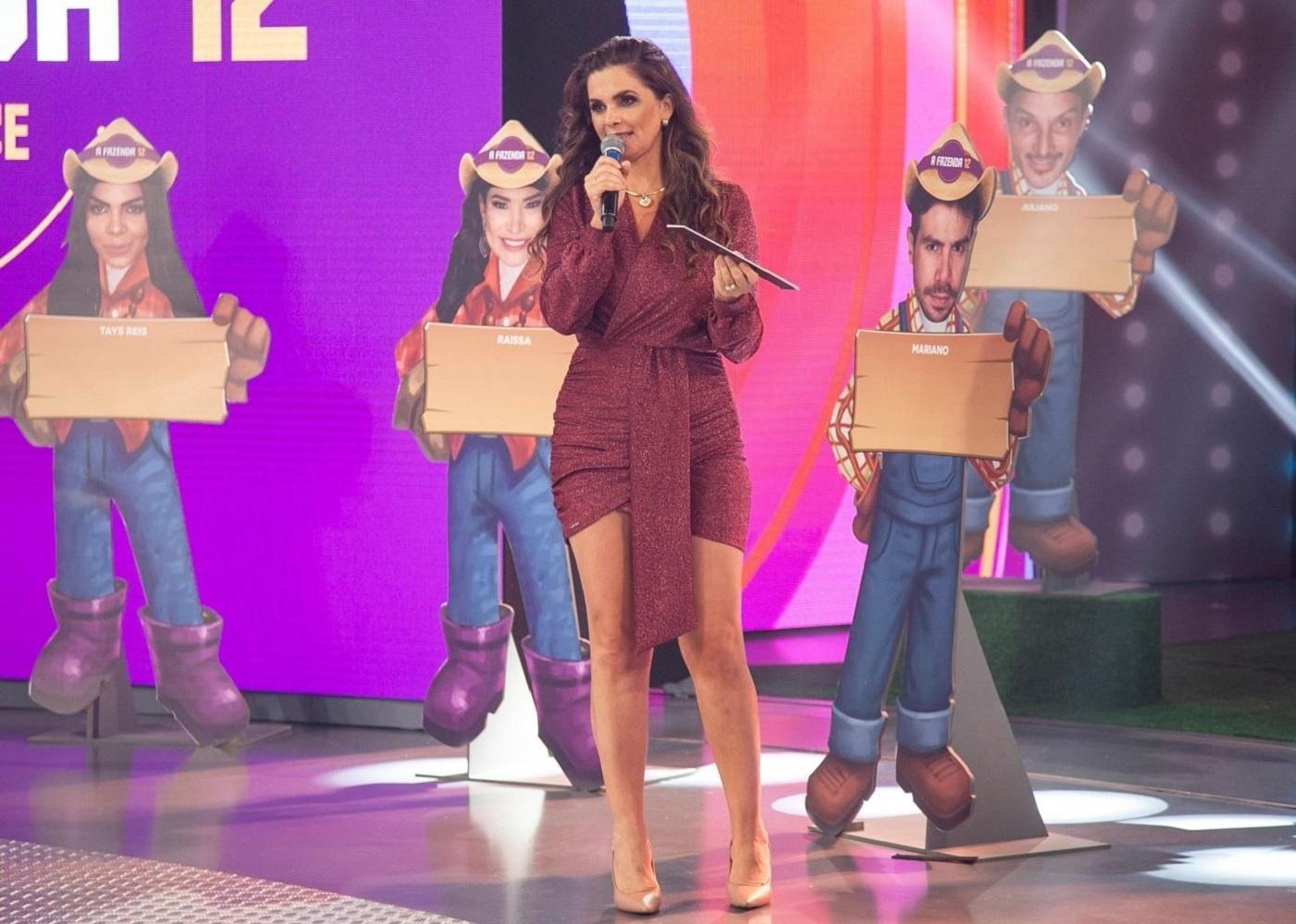 Luiza Ambiel é pedida em namoro por Cartolouco no palco de 'Hora do Faro' -  23/10/2020 - UOL TV e Famosos