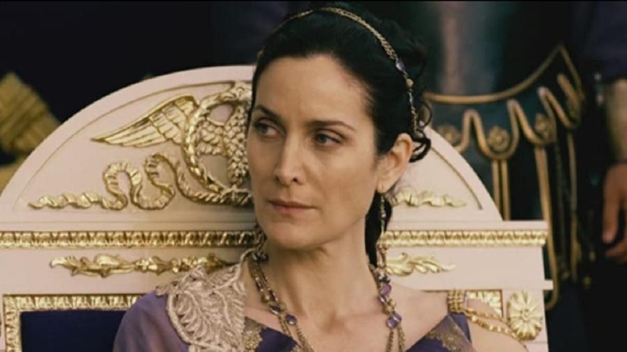 """Carrie-Anne Moss em cena de """"Pompeii"""", de 2014 - Reprodução/IMDB"""