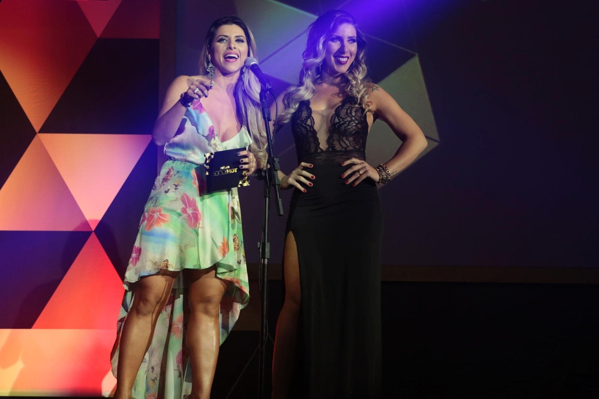 18.ago.2015 - Ana Paula e Tati Minerato apresentam uma categoria na segunda edição do prêmio Sexy Hot, que reconhece as melhores produções eróticas do Brasil, nesta terça-feira na Vila Olímpia em São Paulo