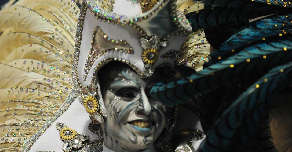 7.fev.2016 -Detalhe da maquiagem de folião do Império de Casa Verde, que investigou os mistérios da humanidade em seu samba-enredo na madrugada deste domingo