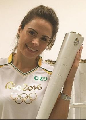 Ana Paula Renault com a tocha olímpica em Fortaleza - Reprodução/Instagram/anapaularenault
