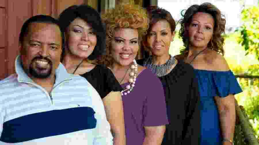 Celinho, Suzetti, Deise, Simone e Katia, irmãos e atuais integrantes da banda Fat Family - Reprodução/Facebook