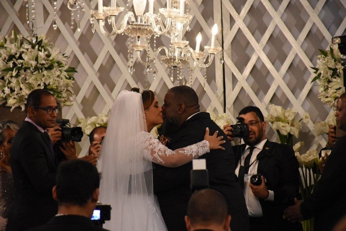 d8e7bcac42f2a Veja fotos do casamento do pagodeiro Péricles no Recife