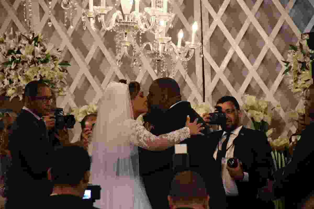 Péricles e a pedagoga Lidiane Santos se casam no Recife - AgNews