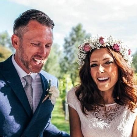 Katie Sutterby e o marido, Will Arnold: casamento organizado em duas semanas - Reprodução/justgiving.com