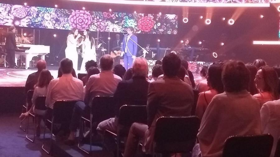 Simone e Simaria fazem show ao lado de Roberto Carlos - Marcela Ribeiro/UOL