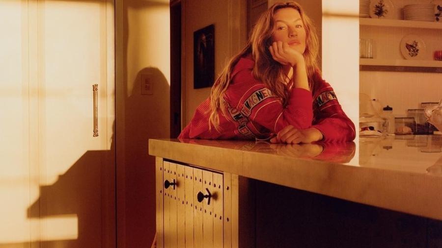 Gisele Bündchen posa à vontade em sua casa para a Vogue Itália - Divulgação